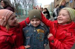 Учні середньої школи №2 м. Києва «запустили в небо» 200 своїх усмішок.