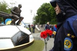 Біля пам'ятника Лобановському, поруч із входом на стадіон «Динамо», відбувся мітинг пам'яті тренера.