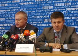 В інформаційному центрі «Україна 2012» («Укрінформ»),  відбулася спільна прес-конференція віце-прем'єр-міністра України Івана Васюника та президента Федерації футболу України Григорія Суркіса.