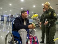 В аеропорту Бориспіль зустрічали Дмитра Котова - пораненого бійця батальйону «Київська Русь».