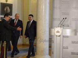 Спільний брифінг Голови Верховної Ради України Андрія Парубія і Прем'єр-міністра України Володимира Гройсмана.