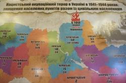 В кулуарах  3-го поверху будинку Верховної Ради України відбулась тематична виставка-презентація з нагоди 75 роковин Корюківської трагедії.