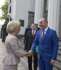 Голова Верховної Ради України Андрій Парубій провів зустріч зі делегацією парламентаріїв Саейму Латвійської Республіки на чолі зі Спікером Інарою Мурнієце