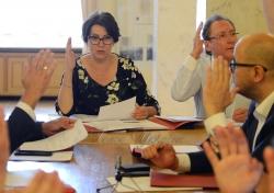 Голова Комітету ВР з питань податкової та митної політики Ніна Южаніна та секретар комітету Олег Кришин під час засідання комітету
