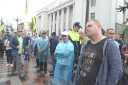 Мітинг біля Верховної Ради власників автомобілів з іноземною реєстрацією з вимогою пільгового розмитнення авто. Вони вимагають скасувати постанову Кабінету міністрів №475 і внести до порядку денного Верховної Ради законопроекти №8487 і №8488.