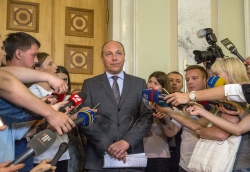 Голова Верховної Ради Андрій Парубій поспілкувався з пресою і пообіцяв, що кулуари парламенту не закриватимуть для парламентських журналістів