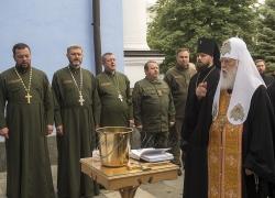 Патріарх Філарет освятив одяг для капеланів у Києві