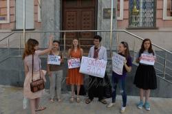 Молодіжна організація «Фундація регіональних ініціатив» провела акцію «Покарай зло» біля Головного. управління національної поліції в м. Києві