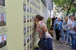 День пам'яті загиблих у російсько-українській війні в Києві біля стіни пам'яті біля Михайлівського собору