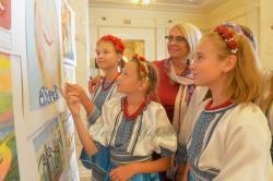 До Міжнародного дня миру в кулуарах ІІІ–го поверху будинку Верховної Ради України відкрилась експозиція «Діти - посли миру», яку представляє Одеська обласна Рада Миру