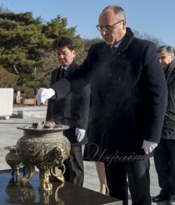 Офіційний візит Голови Верховної Ради України Андрія Парубія до Республіки Корея. Церемонія покладання квітів до Меморіалу жертв «Революції 19 квітня 1960 року».