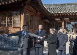 А.Парубій разом із членами української делегації  оглянули експозиції Музею культурної спадщини Кореї