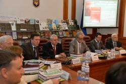 Ректор Національного педагогічного університету імені М.П. Драгоманова Віктор  Андрущенко презентував книгу