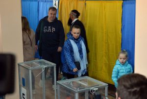 Голосує кандидат у президенти Володимир Зеленський