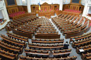 Працівники апарату ВР України готують зал до першого засідання ВР нового скликання 29 серпня
