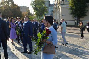 Новообрані народні депутати від партії «Слуга Народу» вшанували пам'ять Героїв Небесної Сотні.