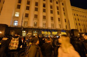 Київ, мітинг, акція протесту біля Офісу Президента проти розведення військ в Золотому