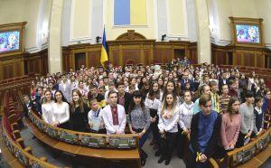 З ініціативи комітету з прав людини відбулося привітання Голови Верховної Ради Дмитра Разумкова зі святом Святого Миколая дітей з різних регіонів України.