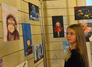 У Верховній Раді України розгорнуто тематичну експозицію під назвою  «Арт-терапія:унікальний досвід реінтеграції після війни».