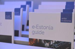 Офіційний візит Голови Верховної Ради України Дмитра Разумкова в Естонію (Таллінн). Ознайомлення Дмитра Разумкова з системою електронного адміністрування виставкового павільйону Естонського центру систем електронного адміністрування E-Estonia.