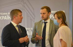 У Верховній Раді київським лікарням вручили сертифікати на апарати штучної вентиляції легень