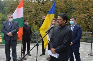 Відкриття бронзового пам'ятника Махатмі Ганді у Ботанічному саду імені О.В. Фоміна, Київ