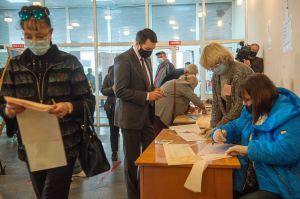 Голова Верховної Ради України Дмитро Разумков взяв участь у голосуванні на місцевих виборах