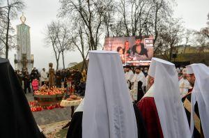 В.о. Голови Верховної Ради України Олена Кондратюк разом з керівниками фракцій та головами комітетів вшанували пам'ять жертв голодоморів в Україні