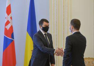 Председатель Верховной Рады Украины Дмитрий Разумков провел встречу с Премьер-министром Словацкой Республики Эдуардом Хегером
