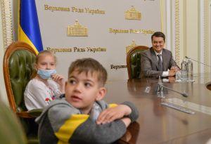 Председатель Верховной Рады Украины Дмитрий Разумков встретился со школьниками Киевской