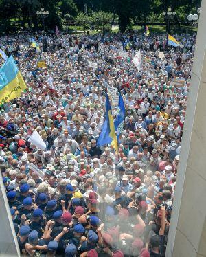 Возле Верховной Рады Украины состоялась Всеукраинская массовая акция протеста ветеранов - пенсионеров всех силовых структур