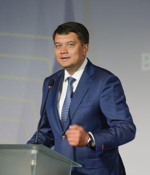 Председатель Верховной Рады Украины Дмитрий Разумков принял участие во Всеукраинском августовском форуме «Образование Украины 30 без барьеров: векторы качества и успеха»