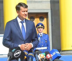 Торжественное открытие стенда с флагом Независимости Украины перед Верховной Радой.